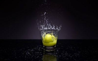 Du jus de citron pour rincer et éclaircir les cheveux et traiter les pellicules