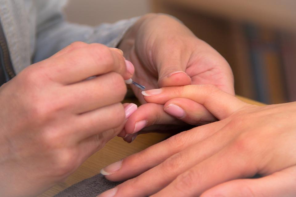 18 conseils pour éviter que les ongles ne se cassent, se fendent ou s'écaillent