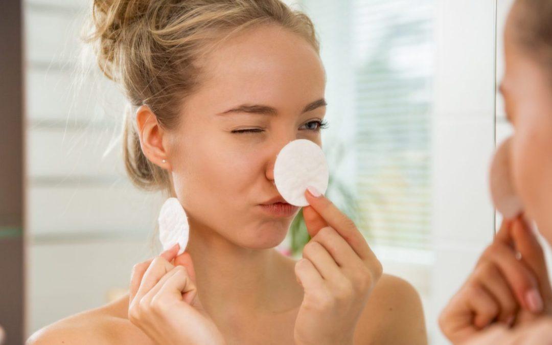 Comment appliquer le maquillage si vous avez la peau sujette à l'acné ?