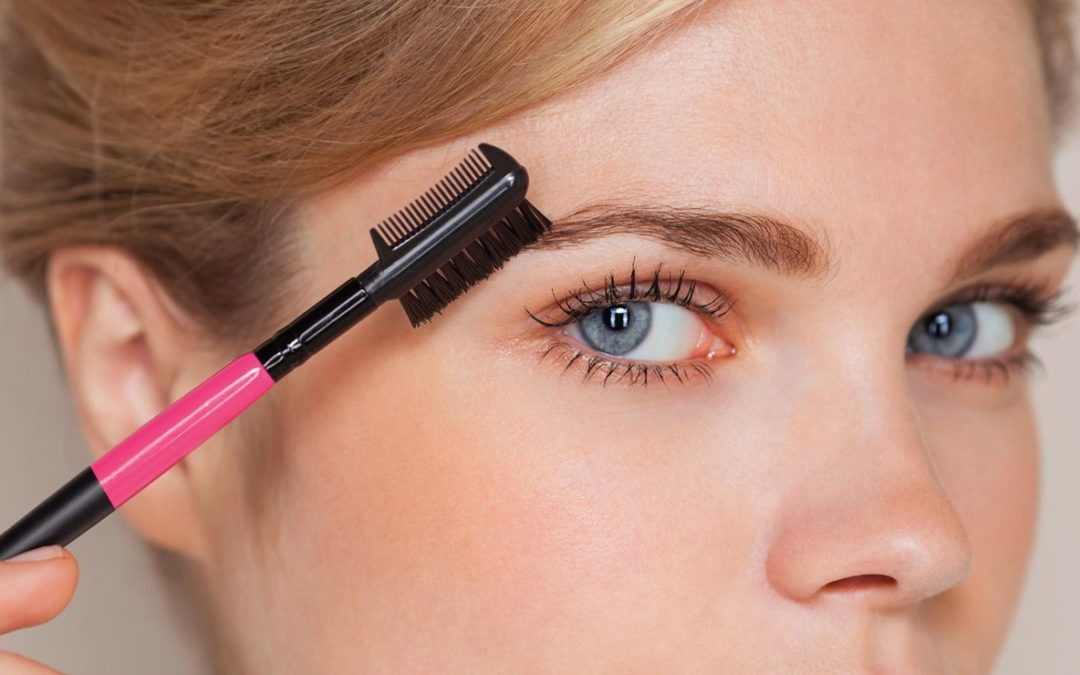 Comment maquiller vos sourcils pour paraître plus jeune