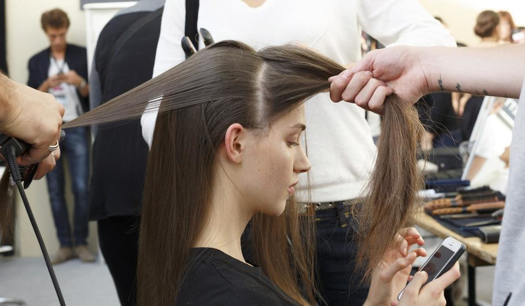 Le lissage brésilien de Kativa est ce dont vos cheveux ont besoin pour cet été.