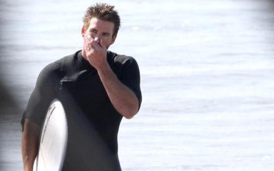 Liam Hemsworth, le nouveau célibataire doré, se réfugie dans le surf, la famille et les amis après sa séparation.