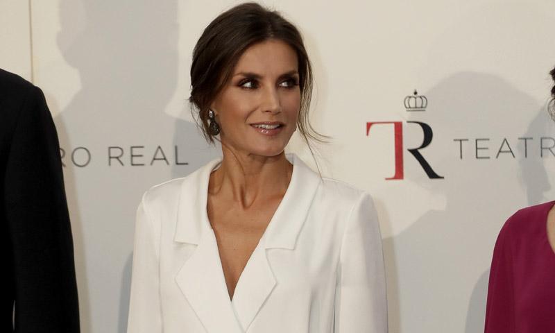 Doña Letizia rompt avec les motifs de sa garde-robe avec une nouvelle robe'oversize' à l'ouverture du Teatro Real.
