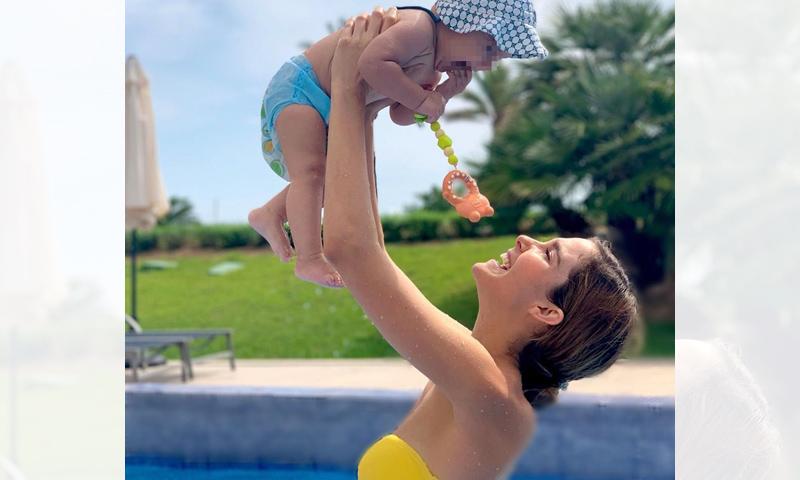 Natalia Sánchez vit un été difficile, mais avec le meilleur des joies : sa fille Lia.