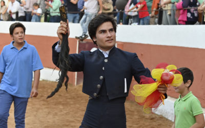 Adolfo Suárez Flores débute dans la corrida en coupant deux oreilles et une queue