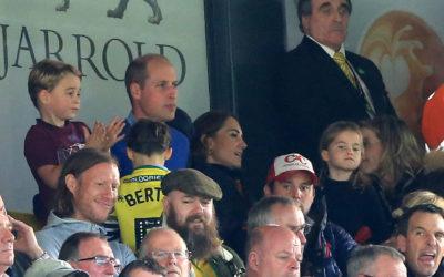 Les ducs de Cambridge vont au football avec Prince George et la princesse Charlotte